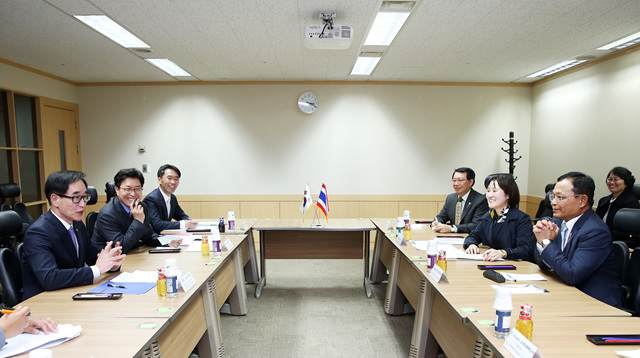 Deputy PM Meets with Thai Education Minister 사진
