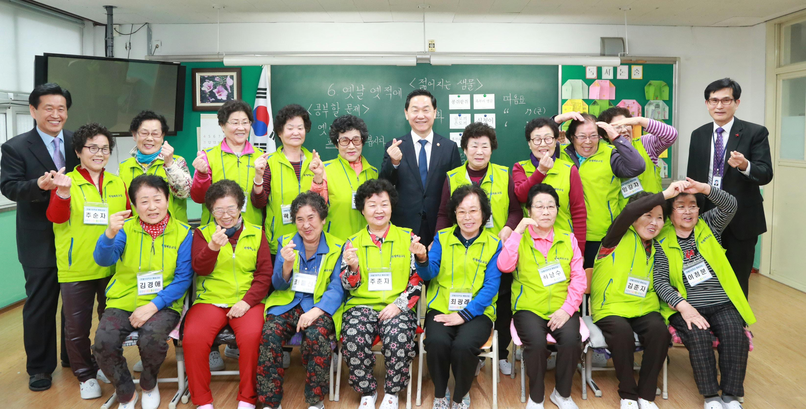 Deputy PM encourages Adult Literacy Education Programme 사진