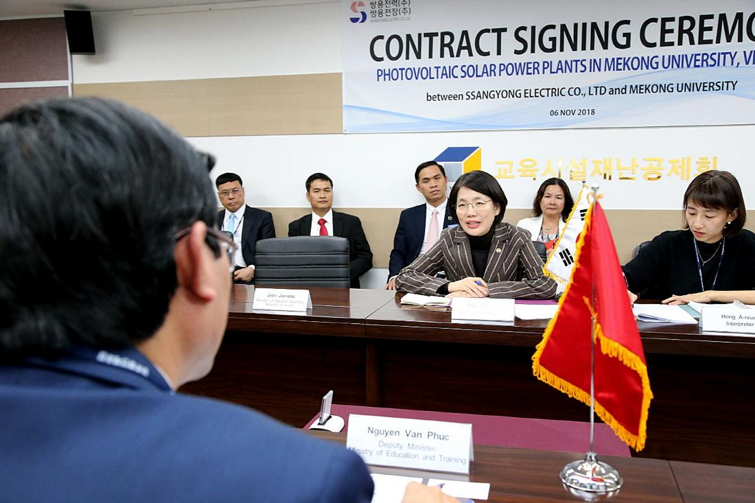 Vice-Minister Park Chunran welcomes vietnamese Delegation 사진