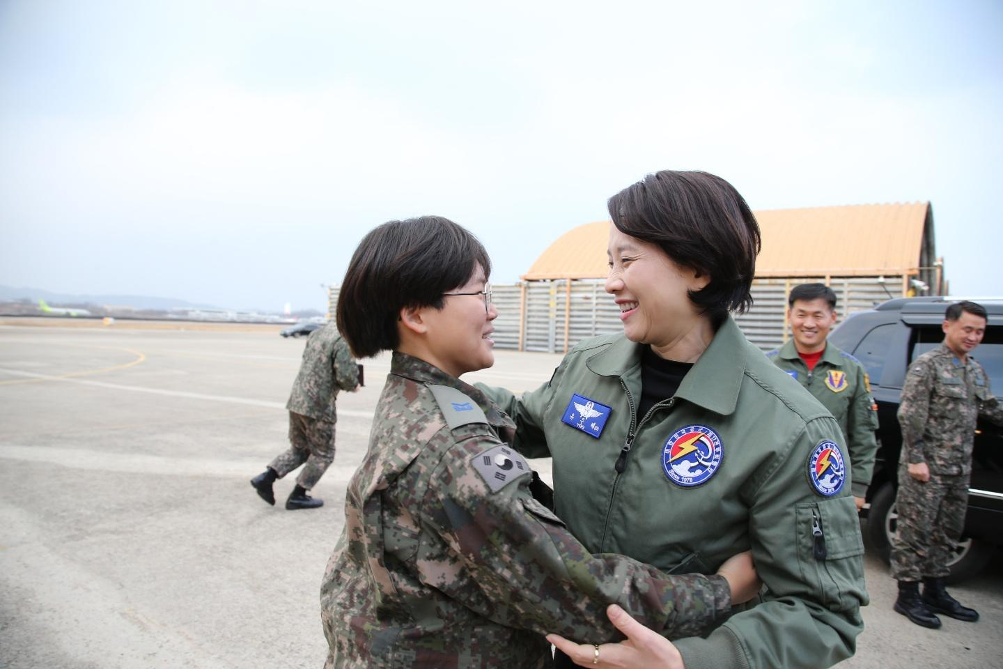 DP Minister visits ROK 17th Fighter Wing in order to encourage officers  soldiers 사진