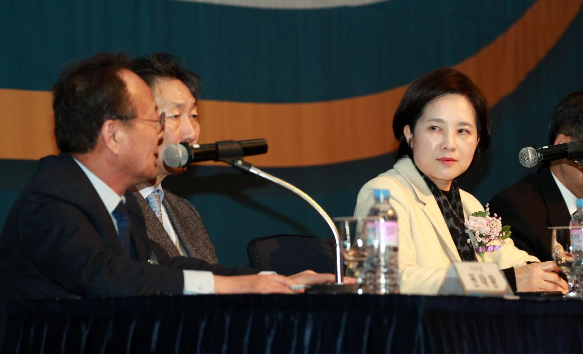 DP Attends 2019 Korean Council for University Education Meeting 사진