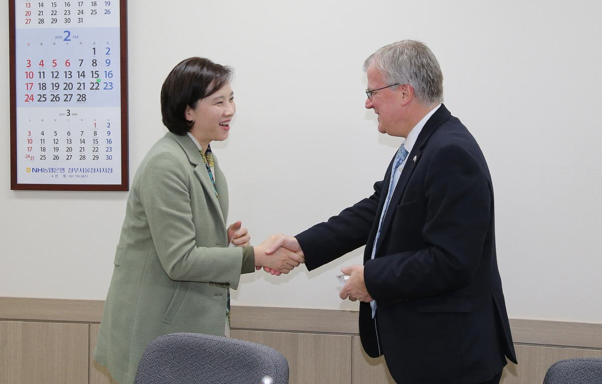 DP Minister Meets British Ambasssador 사진