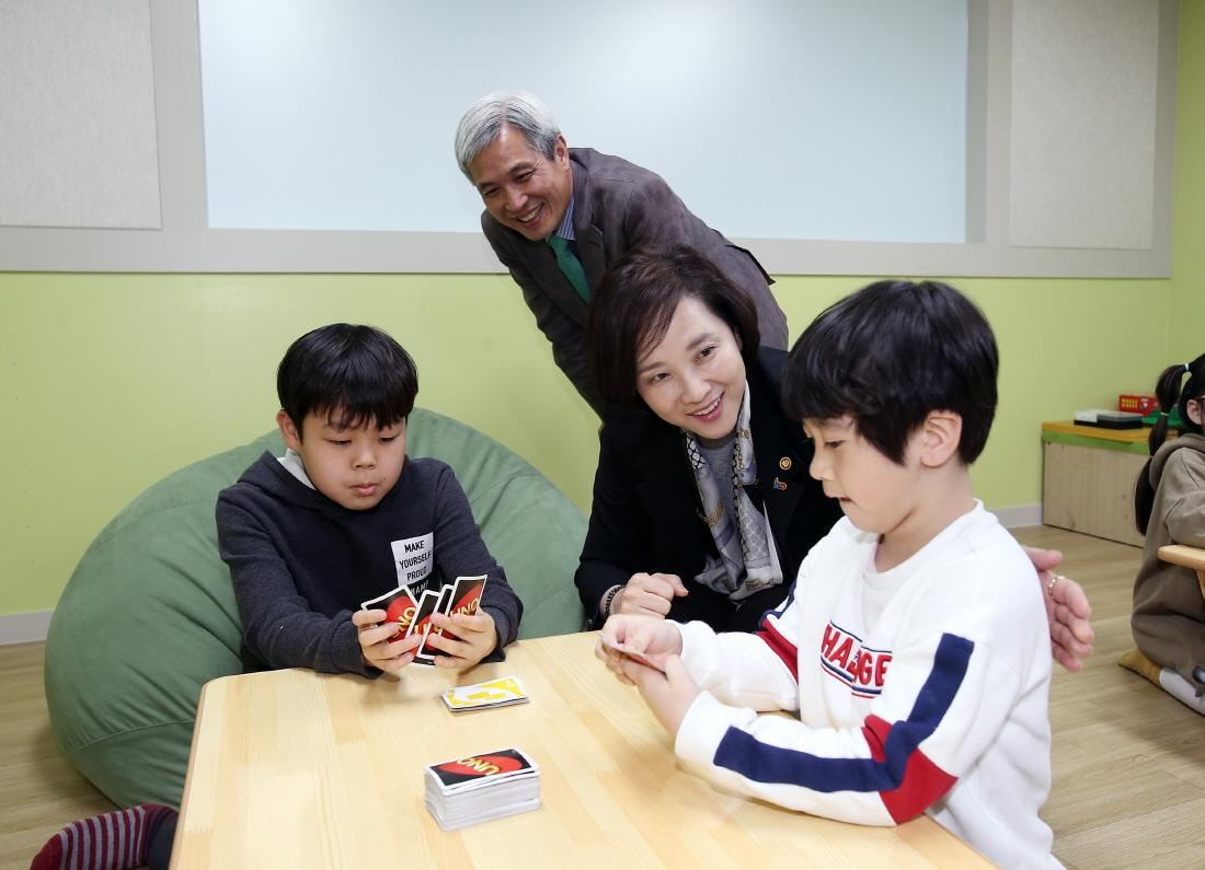 DP Minister Visits All-day Childcare Center 사진