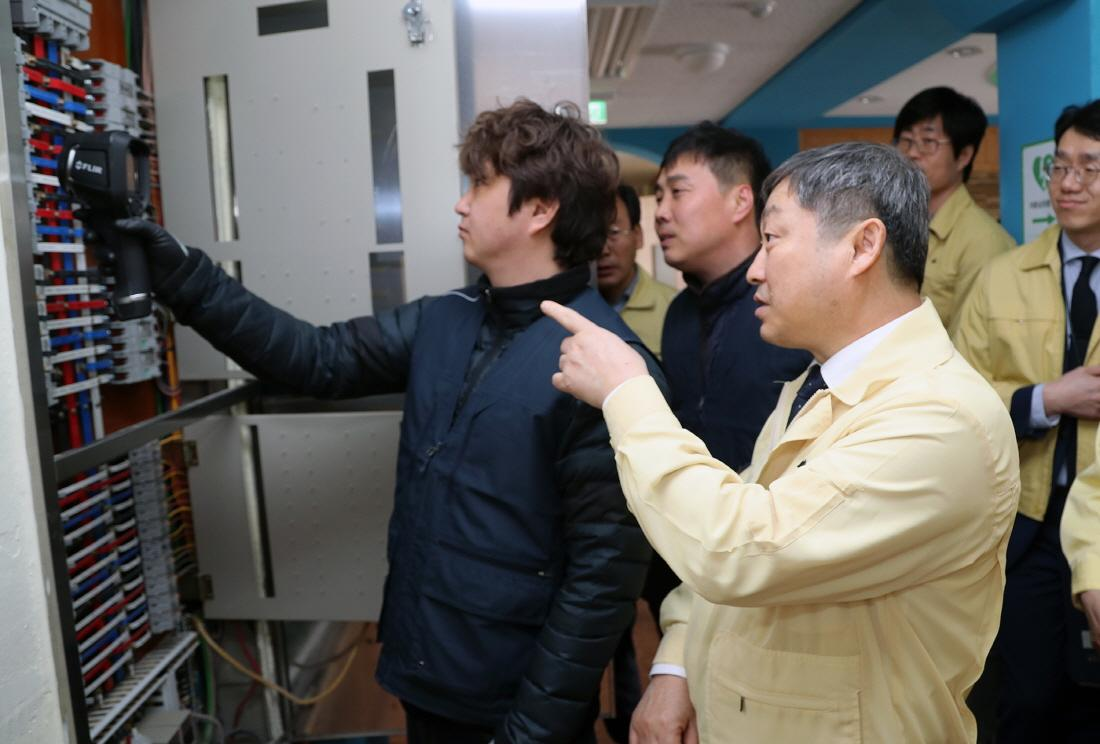 Vice Minister Checks Safety of Schools 사진