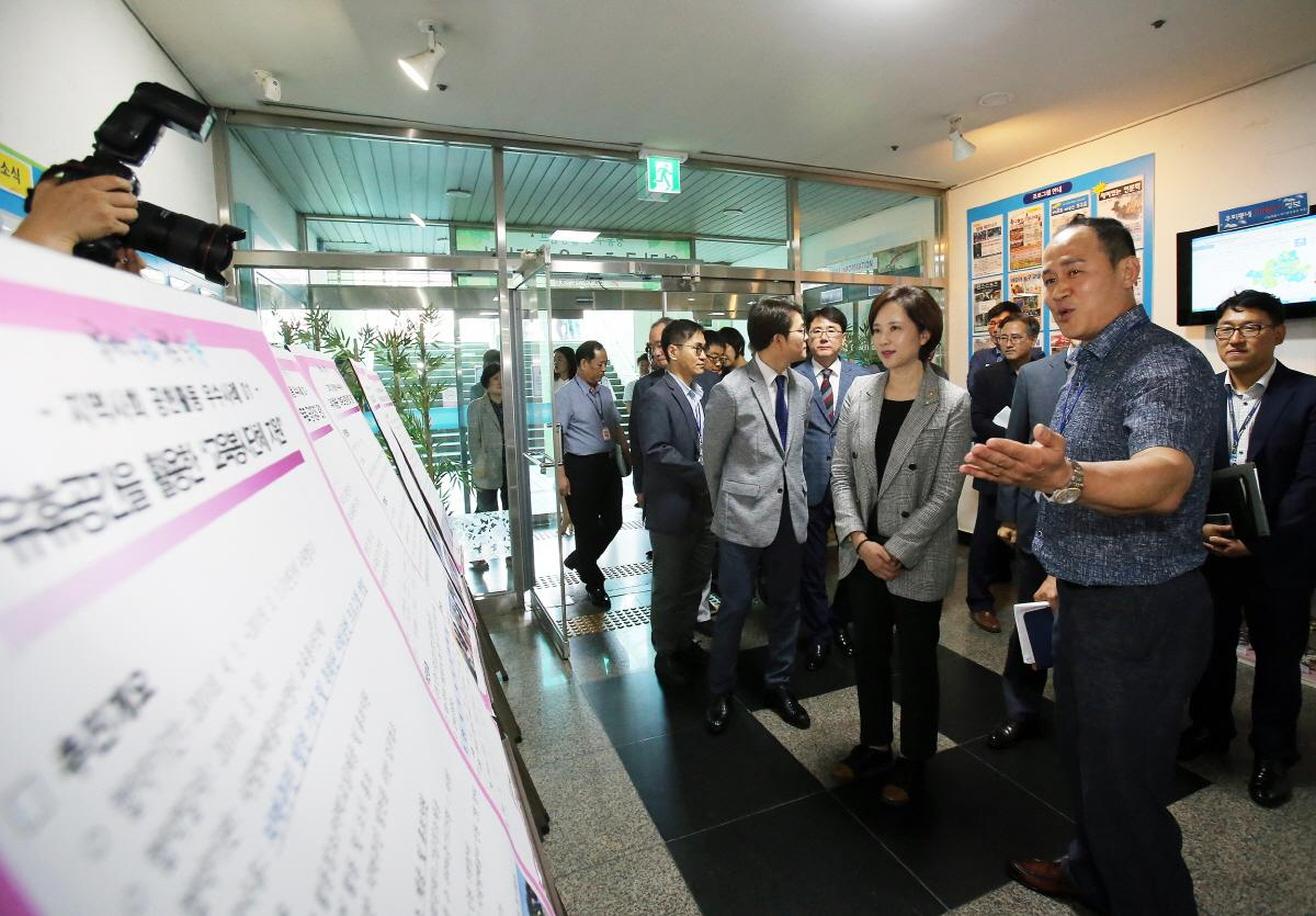 DP Minister Visits School Complex Facility 사진